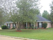 522 Golden Eagle Dr, Byram, MS 39272
