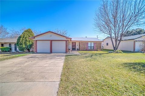 3020 Esters Ct, Irving, TX 75062