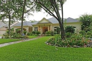 2007 Greenwood Oaks Dr, Houston, TX 77062