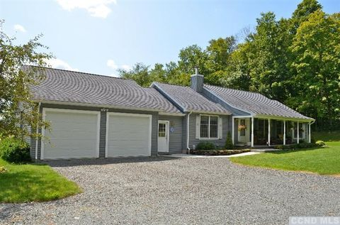 Photo of 167 East Rd, Stephentown, NY 12168