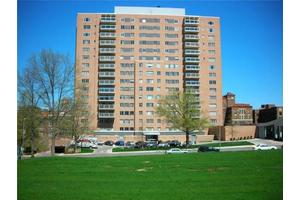 221 W 48th St Apt 406, Kansas City, MO 64112