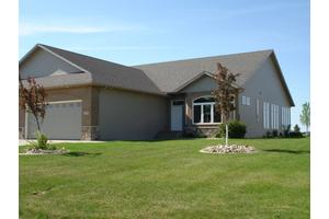 327 48th Ave SW, Moorhead, MN 56560