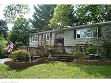 7 Duncaster Rd, Bloomfield, CT 06002