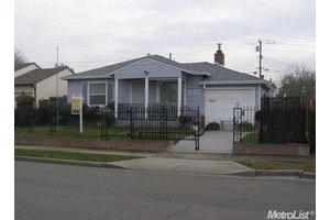 2120 E Hazelton Ave, Stockton, CA 95205