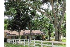 1402 Baker Dr, Tomball, TX 77375