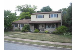 506 Sharon Ave, Mechanicsburg, PA 17055