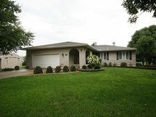 220 Hickory Point Ct, Forsyth, IL 62535