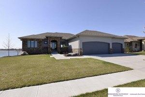 26809 Taylor St, Valley, NE 68064