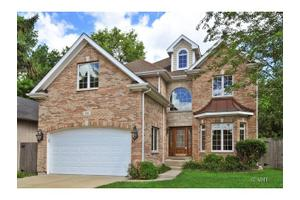 134 E 56th St, Westmont, IL 60559