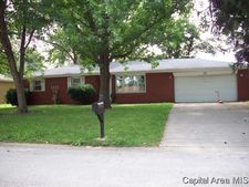 31 Queensway Dr, Sherman, IL 62684