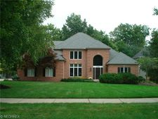 6726 Pin Tail Dr, Brecksville, OH 44141