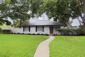10407 Brinwood Dr, Houston, TX 77043