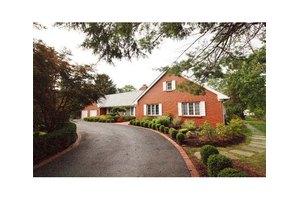 39 Hillcrest Dr, Piscataway, NJ 08854
