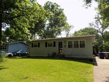 295 Meadowcrest Dr, Saint Louis, MO 63135