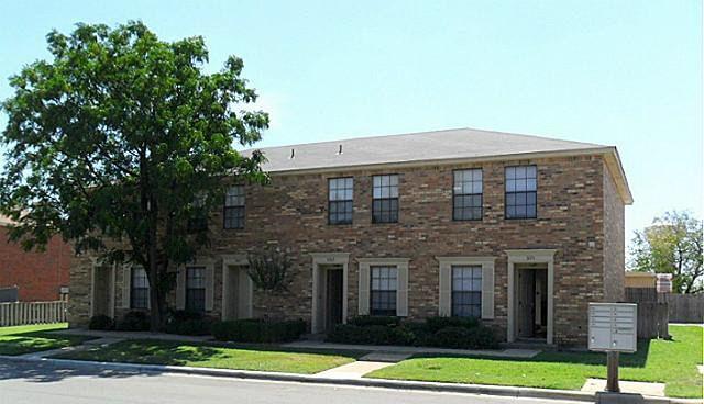 5765 Shadydell Dr, Fort Worth, TX