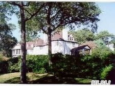 3 Gracewood Ct, Oyster Bay, NY 11771