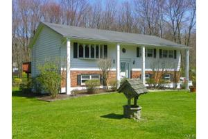 23 Smoke Hill Dr, New Fairfield, CT 06812