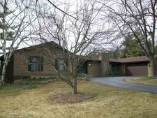 3027 Red Barn Rd, Crystal Lake, IL 60012