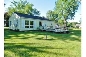 680 Lighthouse Dr, Coldwater, MI 49036