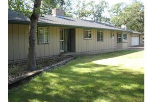 14841 Agate Rd, Eagle Point, OR 97524