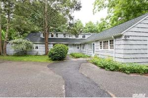 6346 N Country Rd, Wading River, NY 11792