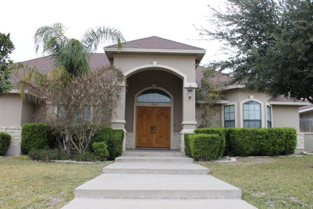 1913 willow creek dr eagle pass tx 78852 3 beds 3 for Willow creek mansion