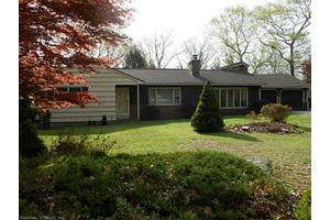 11 Cedar Hill Rd, Newtown, CT 06470