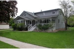 310 Winifred St, Chancellor, SD 57015
