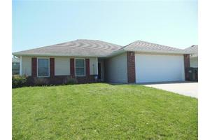 1708 Sunset Dr, Warrensburg, MO 64093