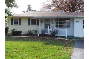 2405 W Olive St, Decatur, IL 62526