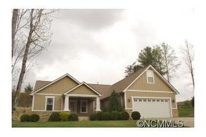 221 Oak Apple Ln, Hendersonville, NC 28792