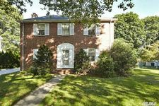 59 Orchid St, Floral Park, NY 11001