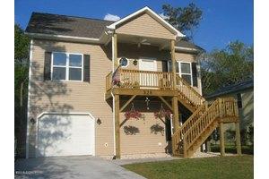 328 Live Oak St, Emerald Isle, NC 28594