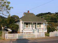 416 S Cedar St, Drain, OR 97435