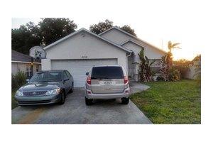 8748 Busch Oaks St, Tampa, FL 33617
