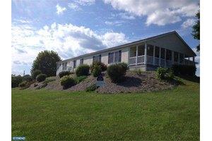 241 Lakeview Ln, Lenhartsville, PA 19534