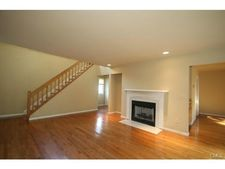 8 Eastview Dr, Brookfield, CT 06804