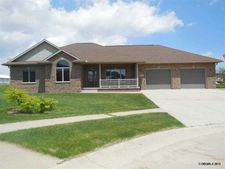 185 Maple St, Earlville, IA 52041