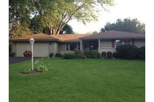 6366 Canyon Woods Dr, Rockford, IL 61109