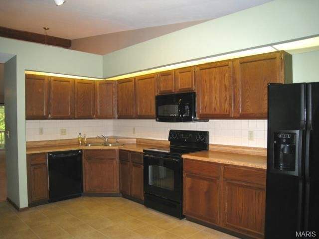 807 woodside trails dr ballwin mo 63021 for Kitchen cabinets 63021
