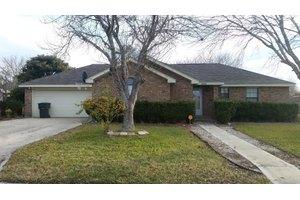 144 Weeping Willow, Uvalde, TX 78801