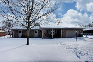 370 Woodlawn Dr, Tipp City, OH 45371