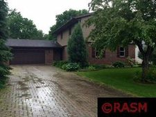 1012 Shady Oak Dr, North Mankato, MN 56003