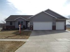 464 Sunset Dr, Fairfax, IA 52228