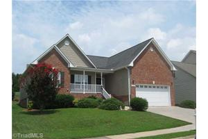 6691 Knob Hill Ct, Clemmons, NC 27012