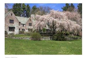 264 Malcolm Farrel House, Woodbridge, CT 06525