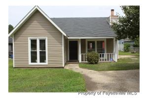523 Hickorywood Dr, Fayetteville, NC 28314
