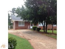 5607 Highland St, Forest Park, GA 30297