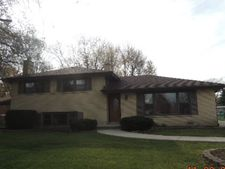 6843 W Edgewood Rd, Palos Heights, IL 60463