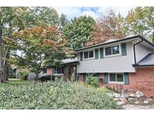 7626 Lakepoint St, West Bloomfield Township, MI 48323